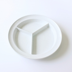 Compartmentalized Plate with High Rim